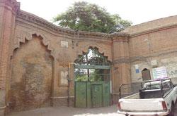 تقاضای روزنامه نگاران برای جلوگیری از حراج خانه دائی جان ناپلئونَ