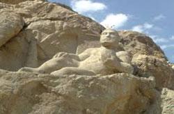 ۵۰ درصد پایگاه ها و ۳/۹۸ درصد تپه های باستانی تعیین حریم نشدند!