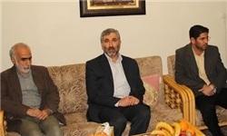 دیدار مدیر شبکه یک با خانواده شهید باقری